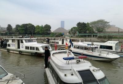 无锡江阴渔政监督大队联合相关部门进行城区河道鱼扳网集中清理行动